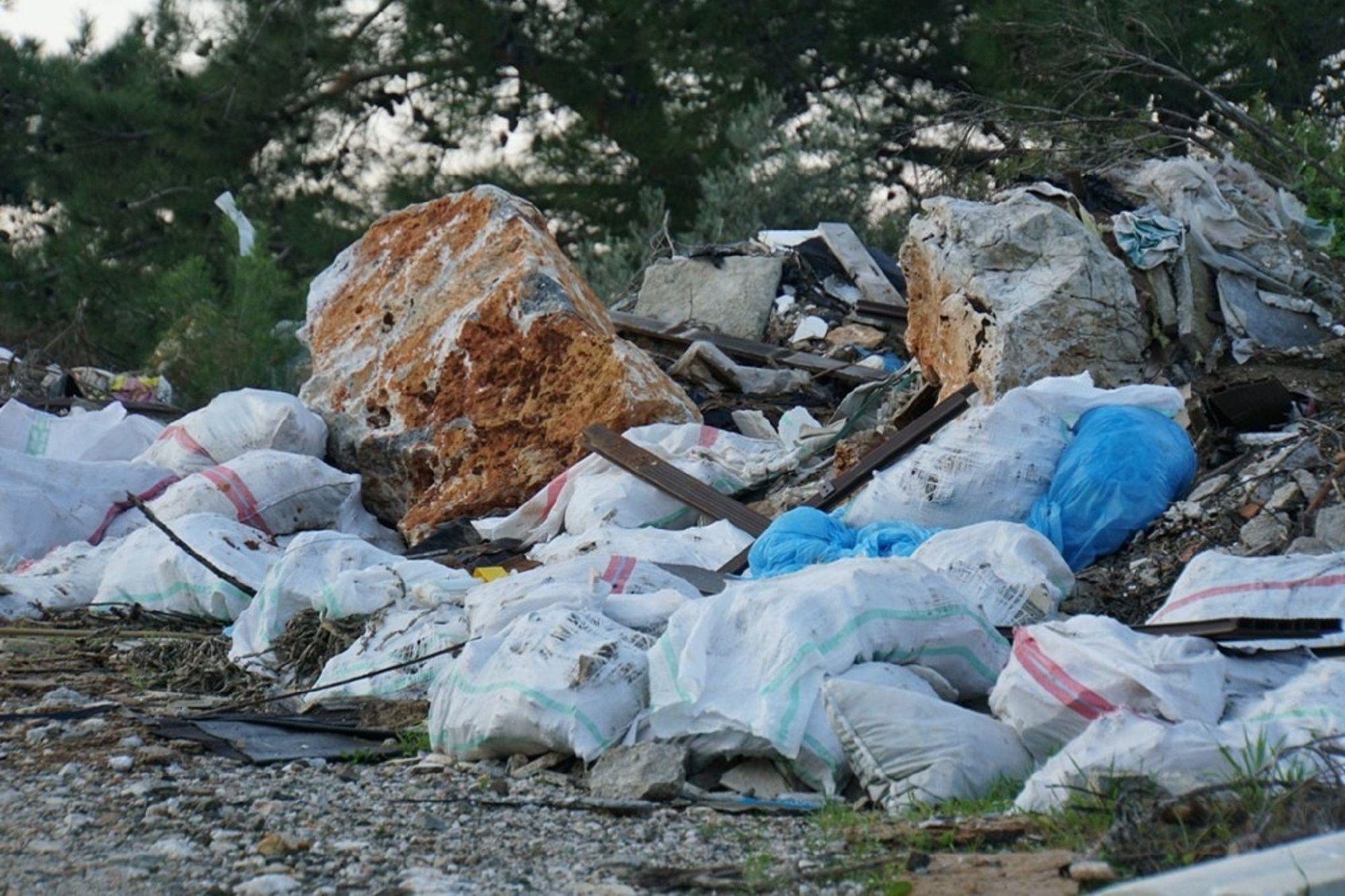Bodrum'un ciğerlerini kaplayan çöpler Bodrum belediye ekiplerince temizlendi.