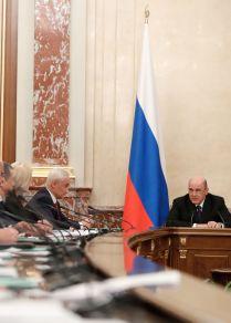 Rusya Başbakanı Mihail Mişustin yeni bakanlar kabinesiyle yaptığı toplantıda.