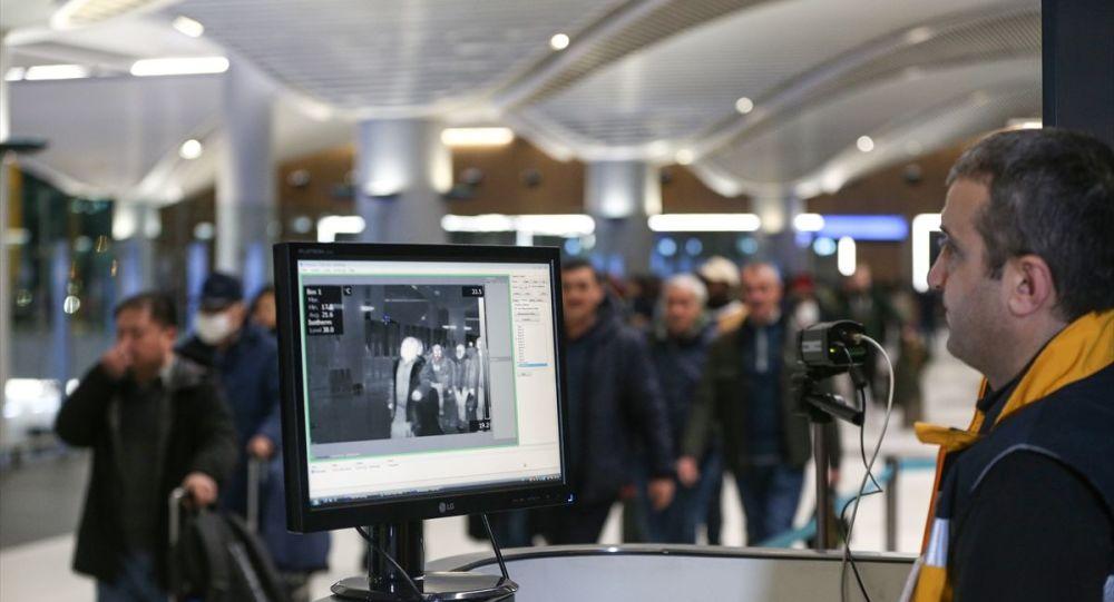 Çin'in Vuhan kentinde ortaya çıkan yeni tip koronavirüs salgını nedeniyle İstanbul Havalimanı'na bu ülkeden gelen tarifeli uçakların yolcuları, Sağlık Bakanlığı Türkiye Hudut ve Sahiller Sağlık Genel Müdürlüğü ekiplerince kurulan termal kameralarla detaylı şekilde tarandı.