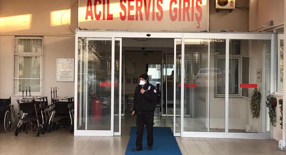 İstanbul'da domuz gribi şüphesiyle Büyükçekmece'deki Mimar Sinan Devlet Hastanesinde acil bölümüne alınan Çinli turist ve eşi, Maltepe'deki Süreyyapaşa Göğüs Hastalıkları Eğitim ve Araştırma Hastanesine sevk edildi. Hastane çalışanlarının maske takarak hastanede gezdiği görüldü.