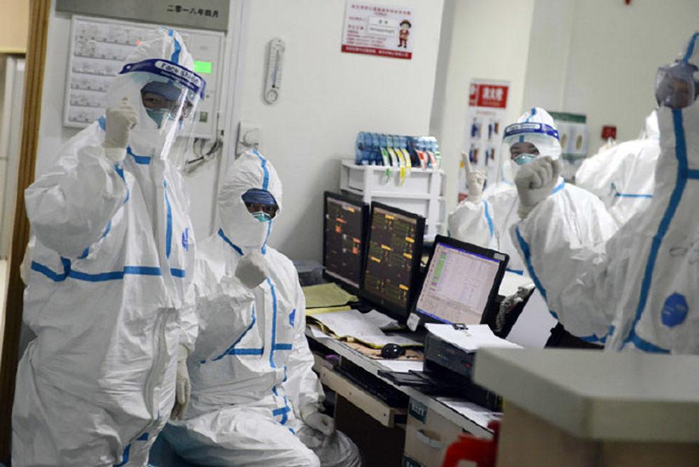 Çin'de hızla yayılan virüsün başladığı yer olan Wuhan'daki merkezi hastanenin çalışanları.
