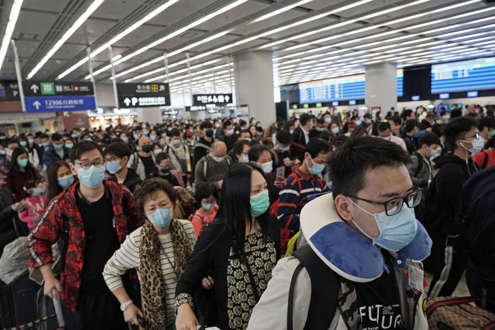 Hong Kong'da yetkililer termal tarayıcılar dışında Çin'den  gelen tren ve uçakları temizlik önlemlerini arttırarak dezenfekte etmeye başladı.