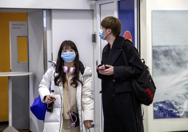 Koronavirüs salgınının çıktığı Çin'in Vuhan kentinden Finlandiya'nın Ivalo Havaalanı'na inen turistler