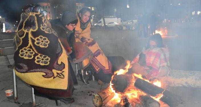 Depremin ardından vatandaşlar geceyi sokakta geçirdi
