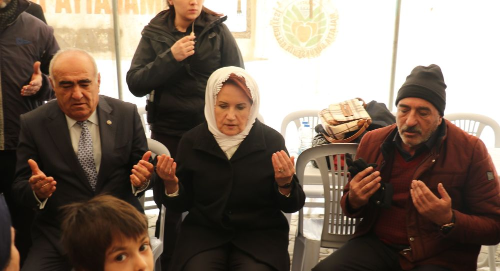 Akşener, Malatya'da depremzedeleri ziyaret etti