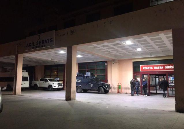 Diyarbakır'da Çin'den gelen bir kişi, korona virüsü taşıdığı şüphesiyle hastaneye başvurdu. Hastanın bulunduğu kat önlem amacıyla giriş çıkışlara kapatıldı.