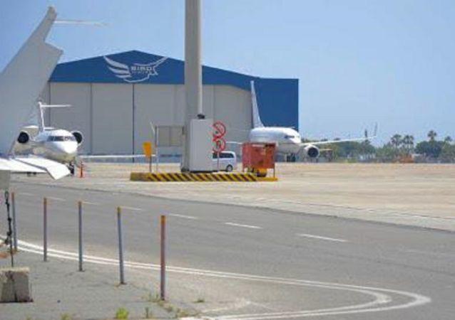 Kıbrıs Rum Yönetimi Lideri Nikos Anastasiadis'in bir Suudi şeyhine ait özel uçakla yaptığı seyahatler incelemeye alındı. Rum Sayıştaylığı Dairesi, seyahatler için bir rapor hazırladı. Rapor, Temcilciler Meclisi Denetleme Komitesi'ne sevk edildi.