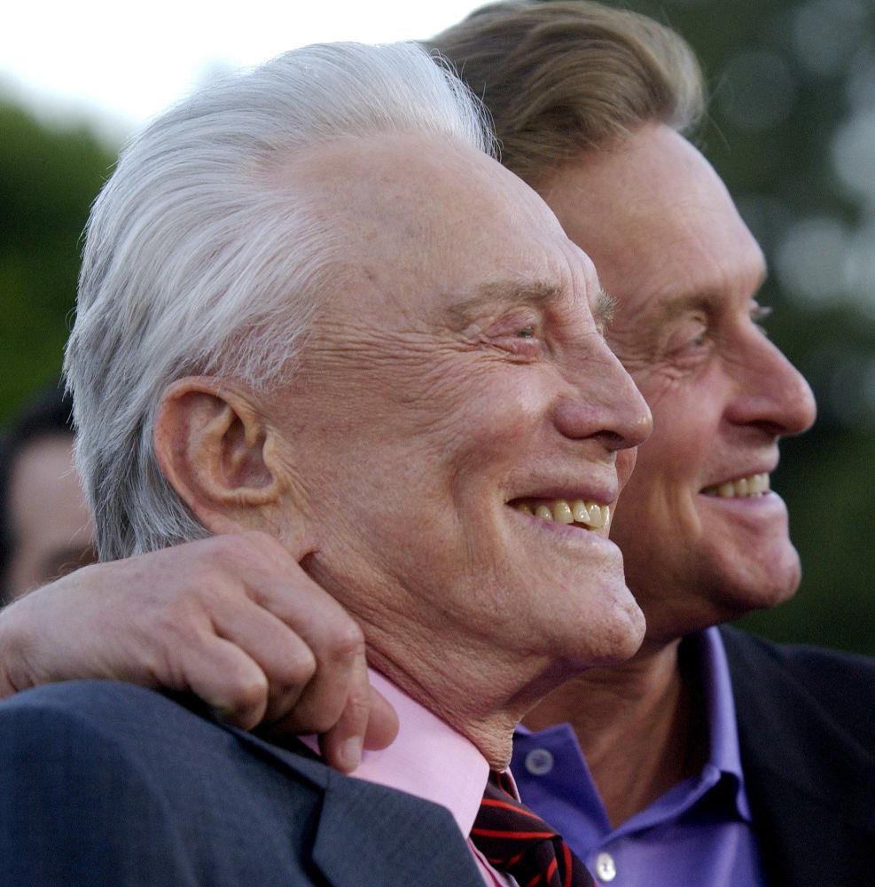 Kirk Douglas ile oğlu Hollywood yıldızı Michael Douglas, 2003.