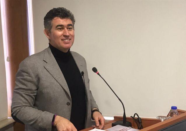 Türkiye Barolar Birliği (TBB) Başkanı Metin Feyzioğlu, Giresun Barosu avukatları ile Seri Yargılama Usulü seminerinde bir araya geldi.