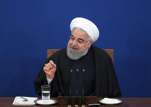 İran Cumhurbaşkanı Hasan Ruhani, başkent Tahran'da düzenlediği basın toplantısında, gündeme ilişkin açıklamalarda bulundu, soruları yanıtladı.
