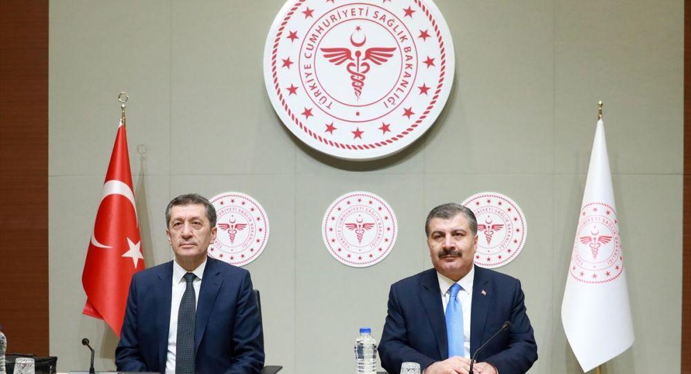 Sağlık Bakanı Fahrettin Koca ve Milli Eğitim Bakanı Ziya Selçuk