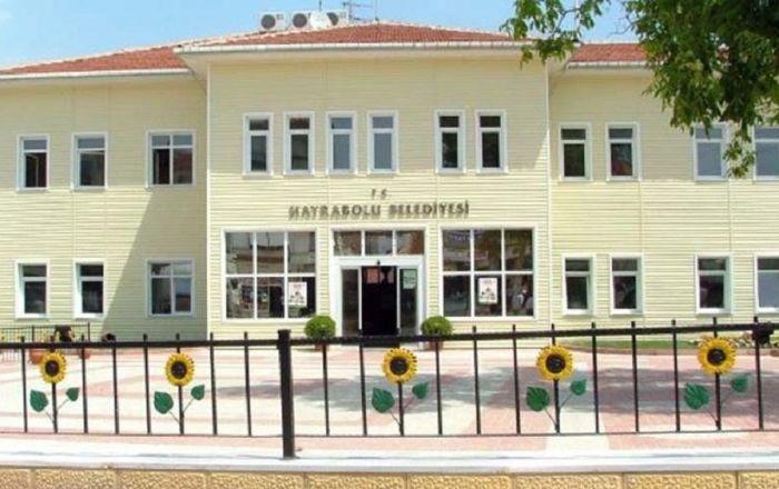 Maaşı düşürülen başkan yardımcısı, belediye meclisini mahkemeye verdi
