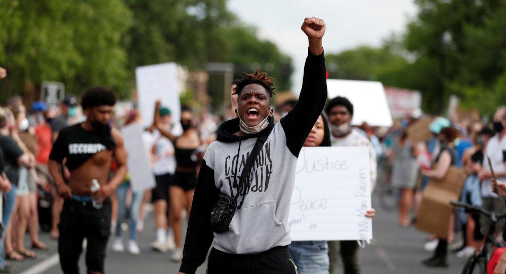ABD'de George Floyd'un polis tarafından öldürülmesi protestoların fitilini ateşledi: Siyahların hayatı önemlidir