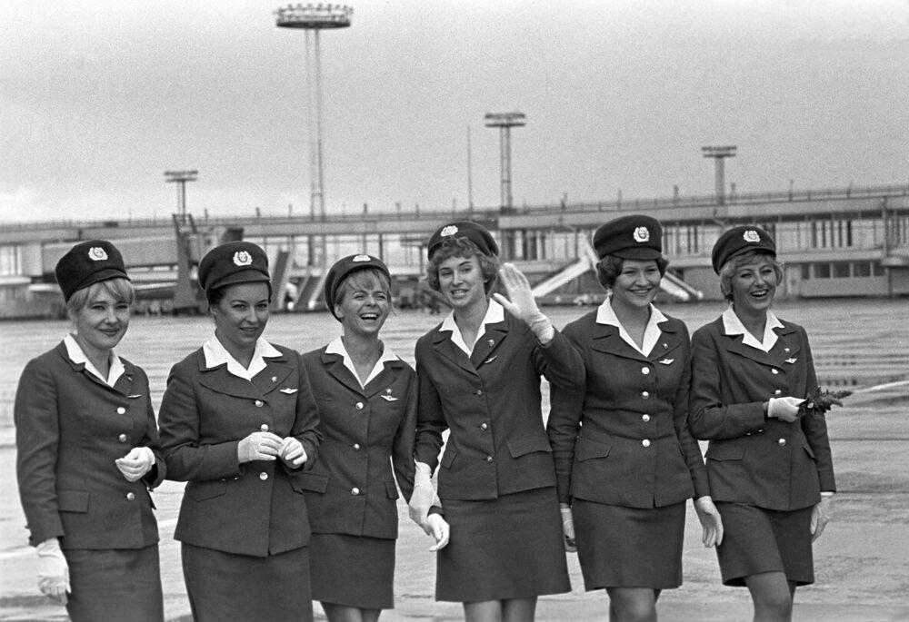 Sovyet döneminde başkent Moskova'daki Domodedovo Havaalanı'nda çalışan hostesler, 1970'li yıllar