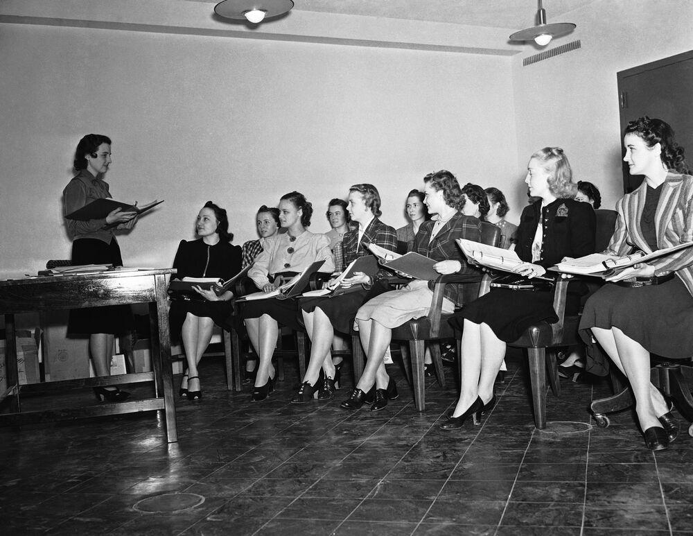 Amerikan Havayolları'nda çalışmak isteyen hostes adayları eğitim sırasında, New York, 1939
