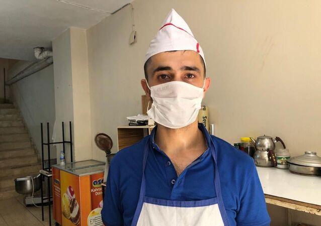 Ağzındaki sigarayla Türkiye gündemine gelen çocuğun babası Ubeyd Oral,