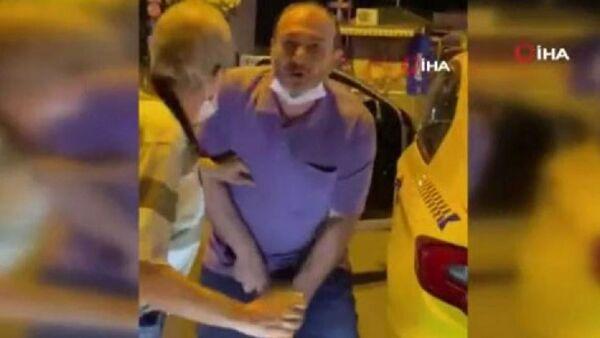 Taksici, kendisine tepki gösteren kişiye cinsel organını gösterip küfür yağdırdı - Sputnik Türkiye