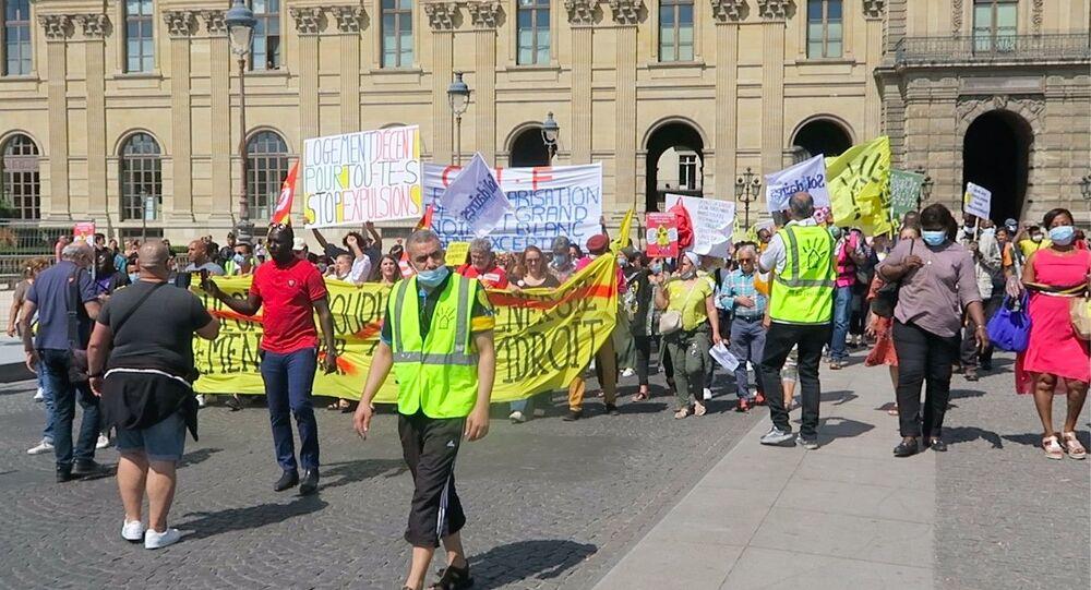 Fransa'nın başkenti Paris'te evsizler ve kiracılar, hükümetin söz verdiği fakat çözmediği lojman sorununu protesto etti.