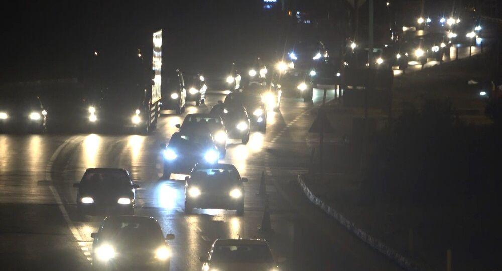 Ulaşımda 43 ilin bağlantı noktasındaki Kırıkkale'de yer alan kilit kavşakta, yaşanan trafik yoğunluğunda araçlar tampon tampona ilerledi.