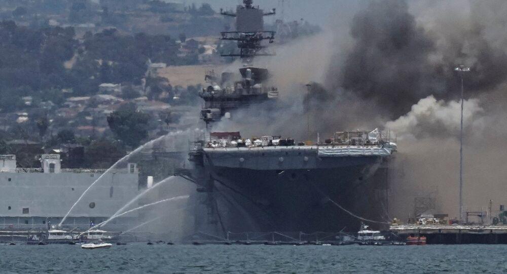 ABD Donanmasına ait USS Bonhomme Richard adlı savaş gemisindebüyük çaplı yangın çıktığı veen az 21 kişinin yaralandığı belirtildi.