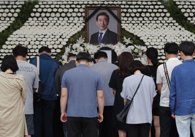 Park, ailesine 'onlara acı yaşattığı için' özür dilediği vasiyet benzeri bir not bırakmıştı.