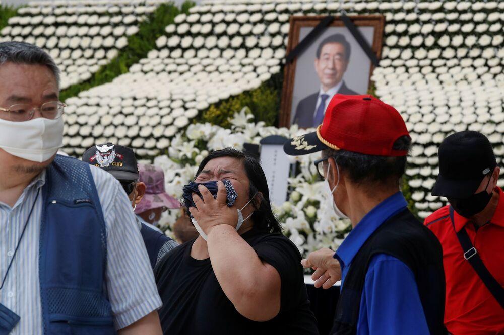 Park'ın eski sekreteri, ölümünden iki gün önce hakkında 'fiziksel temas ve uygunsuz mesajlar yoluyla cinsel tacizde bulunduğu' iddiasıyla suç duyurusunda bulunmuştu.