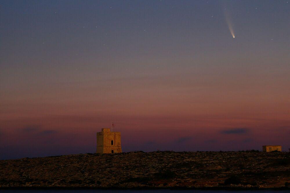 Kuyruklu yıldız Güneş'ten uzaklaşmaya başladığı için parlaklığı giderek zayıflayacak.