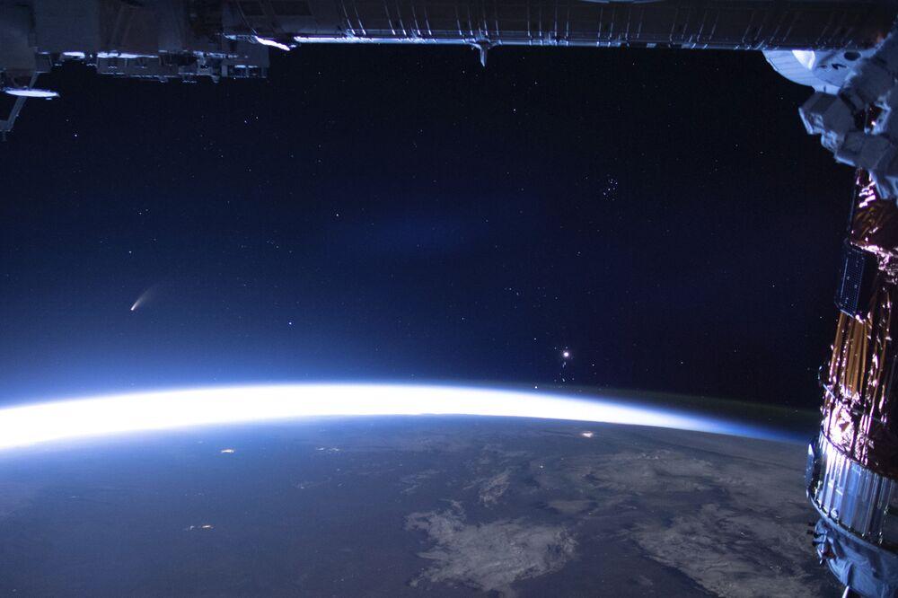 Uluslararası Uzay İstasyonu'ndan yapılan Neowise fotoğrafı.