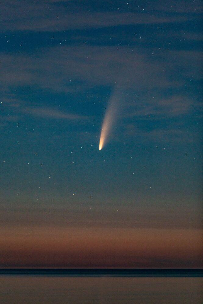 Kuyruklu yıldız dürbünler ve teleskoplar dahil her türlü optik aletle daha net görülebilir.