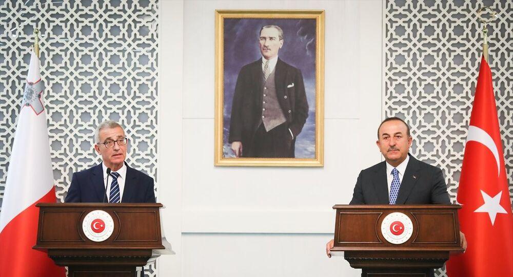 Dışişleri Bakanı Mevlüt Çavuşoğlu, resmi ziyaret amacıyla Ankara'da bulunan Malta Dışişleri ve Avrupa İşleri Bakanı Evarist Bartolo ile bir araya geldi.