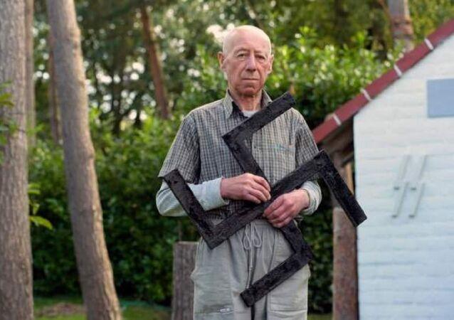 Evini Nazi sembolleriyle süsleyen 77 yaşındaki Belçikalı'ya ertelemesiz 1 yıl hapis