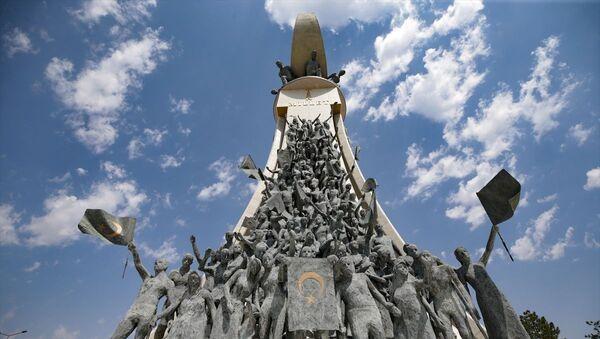 Cumhurbaşkanlığı Külliyesi'nin karşısında bulunan 15 Temmuz Şehitler Anıtı - Sputnik Türkiye