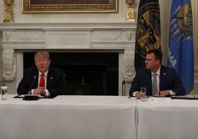 ABD Başkanı Donald Trump veOklahoma eyaleti ValisiKevin Stitt