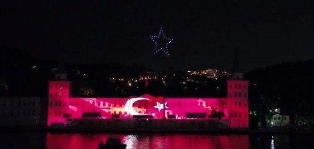 15 Temmuzetkinlikleri kapsamında Kuleli duvarlarında üç boyutlu ışık gösterisi veİstanbul Boğazı'ndaTürkiye'de ilk kez 200 İHA ile 15 Temmuz temalı ışık gösterisi gerçekleştirildi.