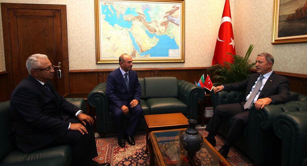Milli Savunma Bakanı Hulusi Akar, Nahçivan Özerk Cumhuriyeti Ordu Komutanı Kerem Mustafayev ile Azerbaycan Savunma Bakan Yardımcısı ve Hava Kuvvetleri Komutanı Ramiz Tahirov'u kabul etti.