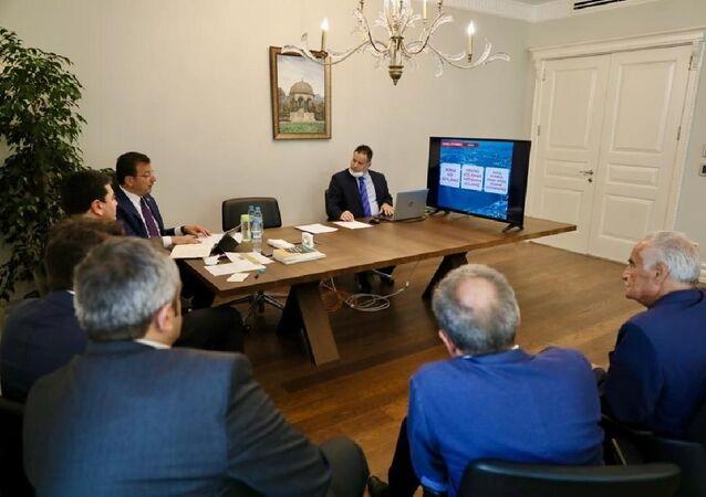 Kanal İstanbul projesiyle ilgili 4 siyasi partinin genel başkanıyla bir araya gelen İBB Başkanı Ekrem İmamoğlu, AK Parti yönetimindeki İBB'nin, 2009 yılında hazırladığı 'çevre düzeni planı'nı hatırlatarak, 'İstanbul için hayati önemi var, kesinlikle yapılmamalı' denilen her şeyin bu projede olduğunu ifade etti.