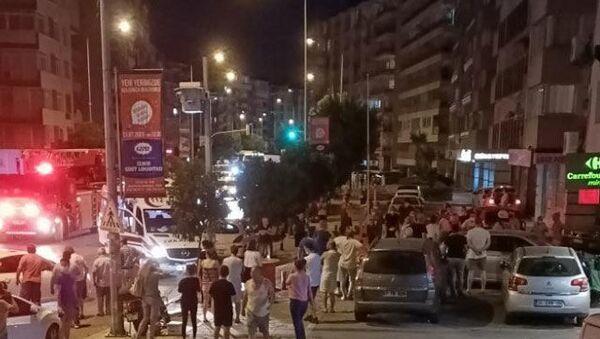 Deprem sırasında paniğe kapılıp, 7. kattan atladı, İzmir - Sputnik Türkiye