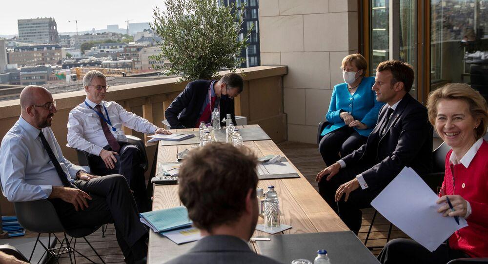 Avrupa Konseyi Başkanı Charles Michel, Almanya Başbakanı Angela Merkel, Fransa Cumhurbaşkanı Emmanuel Macron ve Avrupa Komisyonu Başkanı Ursula von der Leyen - AB liderler zirvesi