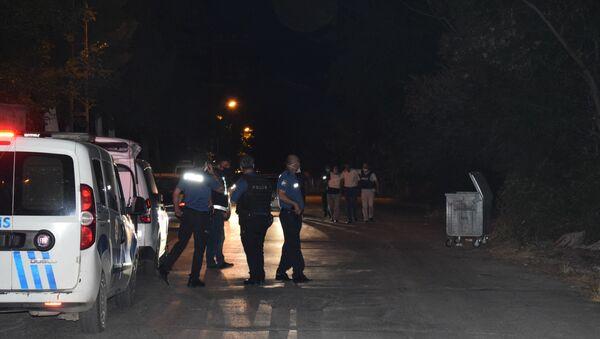 Malatya'da bir kişi tarafından türbe ziyareti gerçekleştiren vatandaşların üzerine tüfekle ateş açıldı. Olayda 2 kişi yaralandı. - Sputnik Türkiye