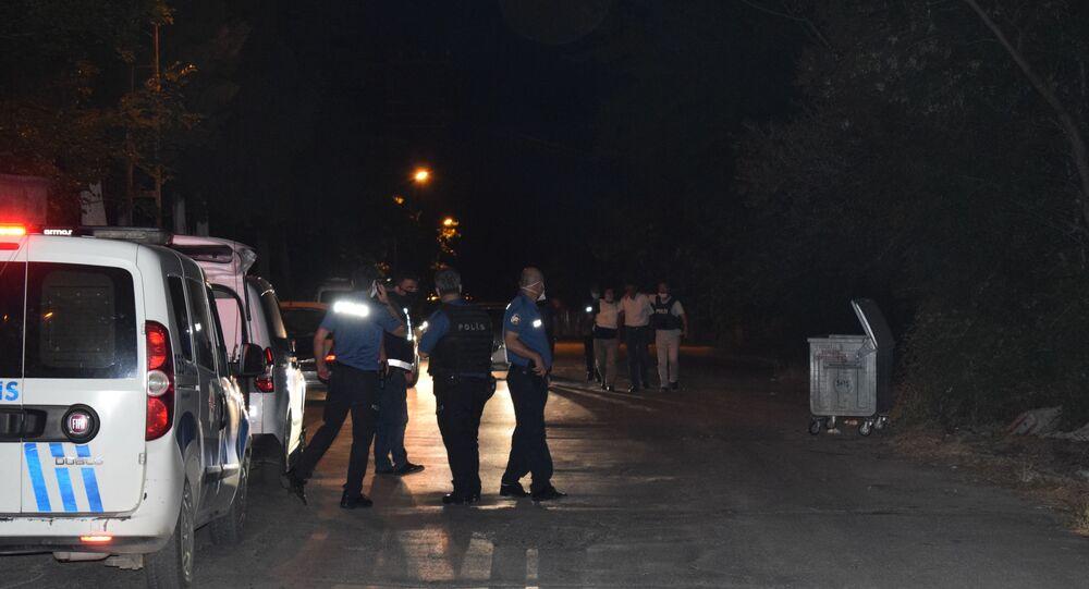 Malatya'da bir kişi tarafından türbe ziyareti gerçekleştiren vatandaşların üzerine tüfekle ateş açıldı. Olayda 2 kişi yaralandı.