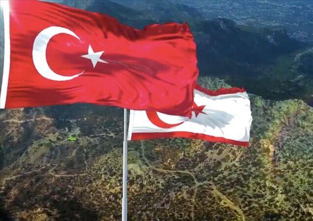 Türkiye-Kuzey Kıbrıs-bayrak