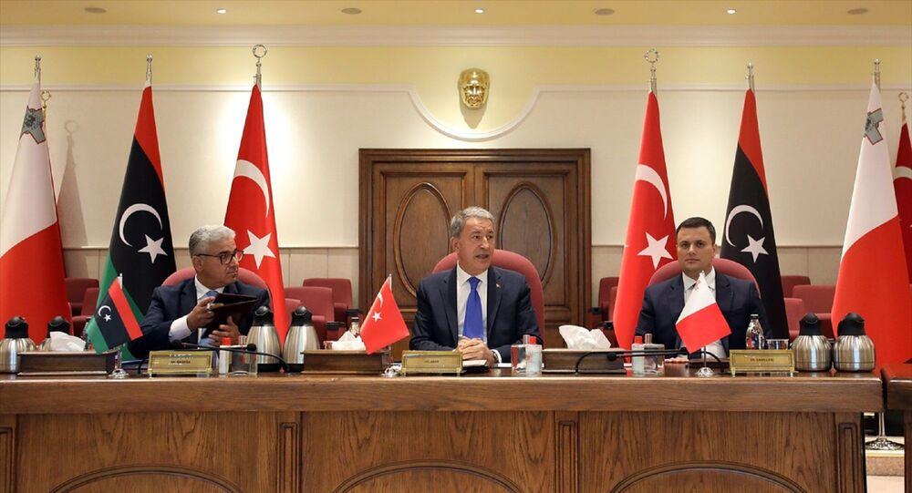 Milli Savunma Bakanı Hulusi Akar, Libya İçişleri Bakanı Fethi Başağa ve Malta Ulusal Güvenlik ve İçişleri Bakanı Byron Camilleri, üçlü toplantıda bir araya geldi.