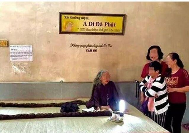 Vietnamlı kadın saçlarını 64 yıl boyunca hiç kesmedi