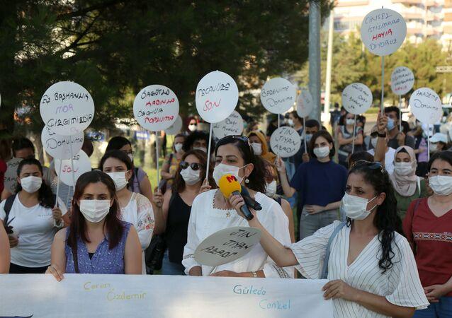 Diyarbakır'da Pınar Gültekin eylemi