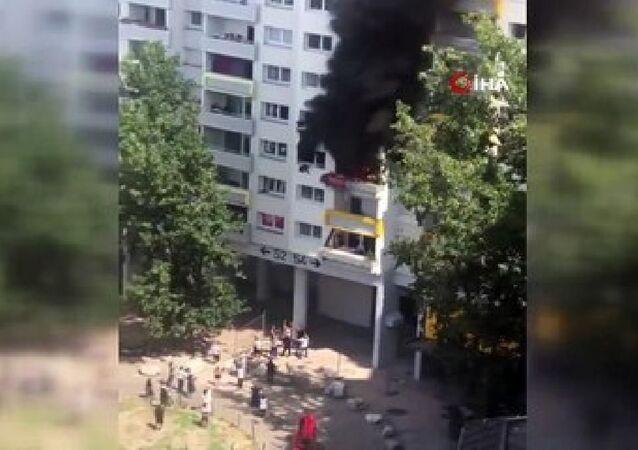 Fransa'da yangından kaçan iki çocuk pencereden atladı