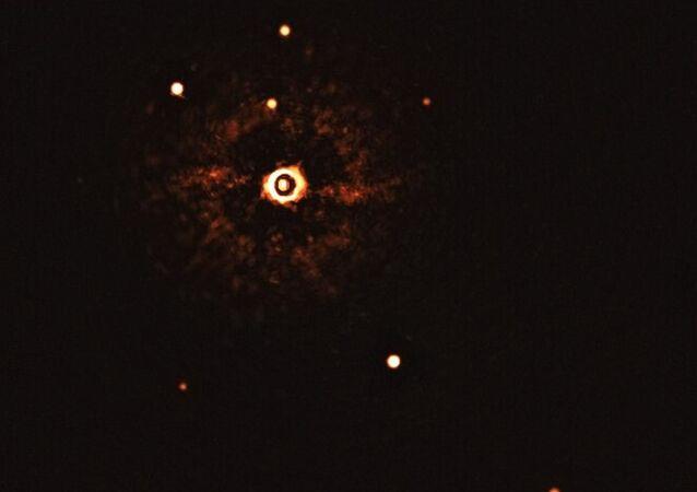 İlk kez bir başka güneş sisteminin yıldızı ve iki gezegeni, teleskopla gözlendi