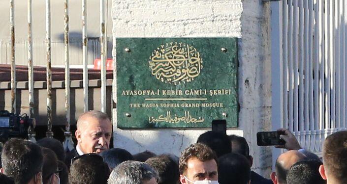 'Ayasofya-i Kebir Cami-i Şerifi' yazılı cami tabelası