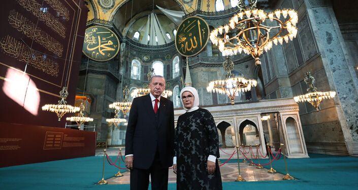 Cumhurbaşkanı Recep Tayyip Erdoğan ve eşi Emine Erdoğan Ayasofya'da