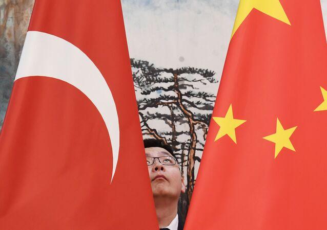 Çin ve Türkiye bayrakları