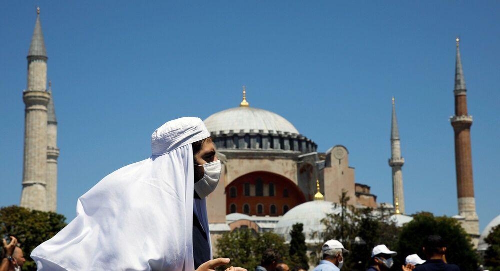 Ayasofya, cuma namazıyla birlikte ibadete açıldı